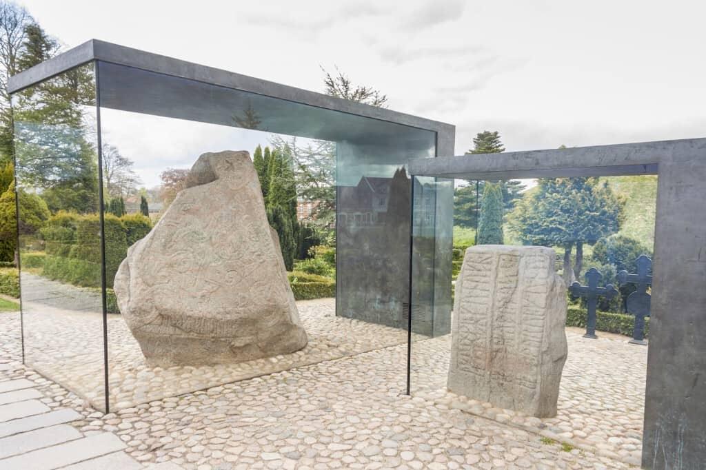 Jellingestenene er en betegnelse for to runesten i byen, Jelling.